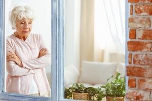 Если женщина делает эти вещи, значит близится старость и маразм