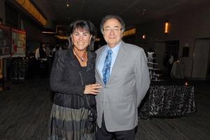 Канадский миллиардер найден мертвым вместе с женой в своем доме