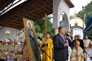 Порошенко: Автокефалия церкви - это вопрос национальной безопасности