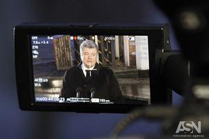 Порошенко отчитался, почему не пришел лично в суд над Януковичем