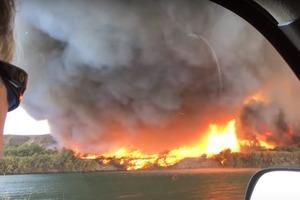 На видео попал редчайший огненный торнадо: яркие кадры