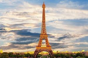 Эйфелева башня, снятая в стиле Сальвадора Дали, поразила интернет