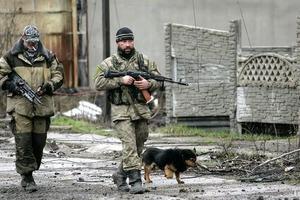 Стягивают технику: Плотницкий забаррикадировался в Луганской ОГА