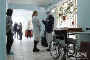 Половина пациентов больниц одалживают на лечение, треть - отказывается от него из-за безденежья