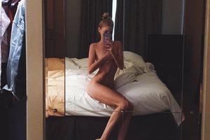 Ангел Victoria's Secret полностью разделась для провокационного фото