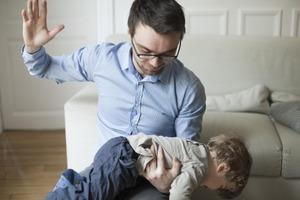 Частые наказания детей могут спровоцировать инфаркт — исследование