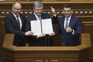 Порошенко подписал исторический закон по НАТО и ЕС