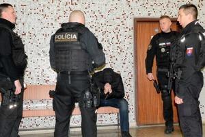 Російська мафія взялася вибивати гроші з українських заробітчан