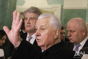 Кравчук пояснил, почему у Порошенко не получается быть нормальным президентом