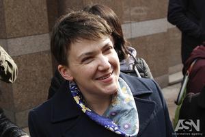 Отвлекает от неприличных рейтингов. Как Савченко стала удобным для власти спойлером