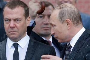«Математик» Медведев пообещал снизить бедность в России на 200%