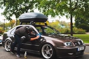 Невидимый автомобиль на фотографии удивил пользователей Сети