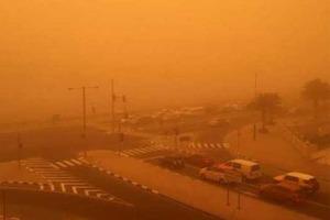 Это видео впечатляет. На аравийском полуострове прошла мощная песчаная буря