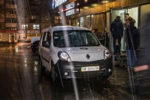 Националисты устроили стрельбу в Киеве, ранен работник пиццерии