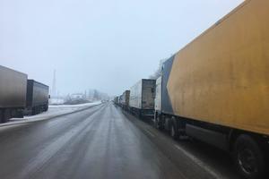 РФ не пропускает фуры из Украины: в Гоптовке очередь из 150 фур