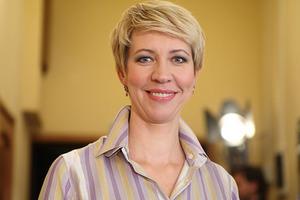 Сочная молодка. 52-летняя телеведущая показалась в рисковом неглиже