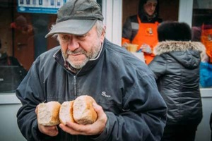 «Зато без биндер». Новые фото оккупированного Донецка ужаснули