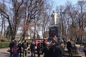 Біля могили Ватутіна в Києві радикали побилися з поліцією