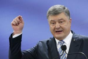 Порошенко призвал запретить флаг России во всем мире