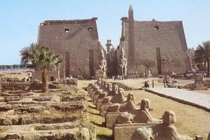 Археологи вскрыли саркофаг в гробнице служителя храма Амона