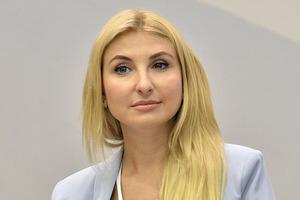 Замминистра юстиции Севостьянова задекларировала дорогое обручальное кольцо