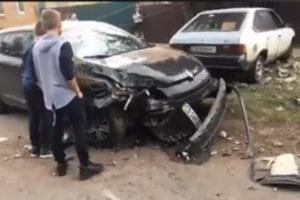 Аж столб накренился. Пьяный сын мэра Прилук устроил ДТП и подрался с полицией