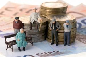 Розенко: в Украине могут внепланово поднять пенсии