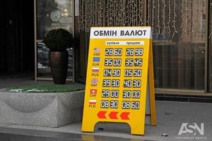 Рост доллара и евро не останавливается. В Киеве побит очередной рекорд