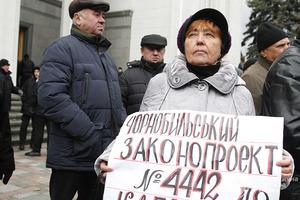 Возмещение ущерба, которое нельзя отменить: КСУ признал незаконным урезание льгот чернобыльцам