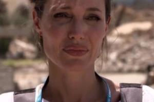 Анджелина Джоли разрыдалась посреди развалин Мосула