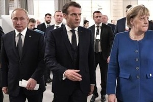 Путін, Меркель і Макрон обговорили України