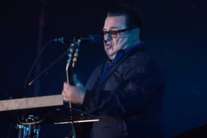 Розтовстілі Апіна і Саруханов дали концерт в Донецьку
