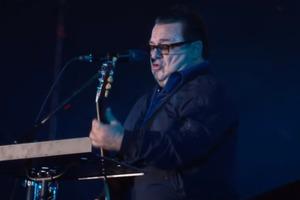 Разжиревшие Апина и Саруханов дали концерт в Донецке
