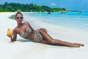 В бикини и с кокосом – новый сексуальный флешмоб в Instagram