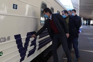 Глава Укрзализници отчитался про экономию на предприятии: восстановили два вагона собственными силами
