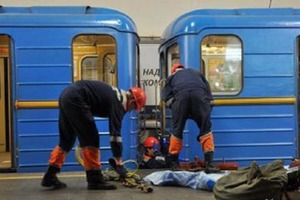 В киевском метро неизвестный упал под поезд