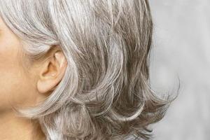 Як запобігти появі сивого волосся?