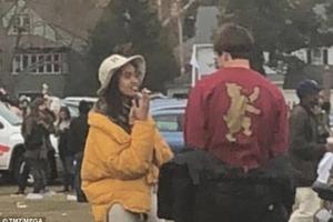 Дочку Барака Обами спіймали на пристрасному поцілунку з хлопцем