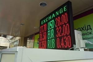 Доллар пересек психологическую отметку в 28 гривен