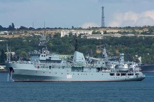 З зазнало лиха біля острова Зміїний корабля ВМС ЗС України евакуювали частину екіпажу