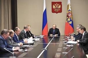 Обсудить Донбасс: После разговора с Порошенко Путин созвал Совбез РФ