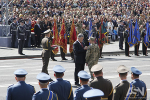 Порошенко поручил Кабмину подготовить иск к РФ по возмещению всех убытков Украине