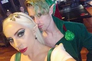 Леди Гага оделась эльфом на вечеринку перед Рождеством