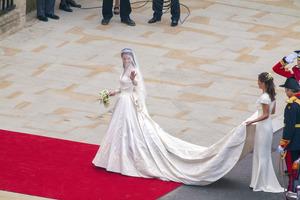 Бренд H&M выпустил бюджетный аналог свадебного платья Кейт Миддлтон