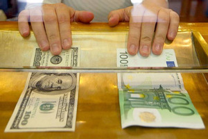 Аналітики вважають, що курс долара буде плавно дорожчати до кінця листопада.