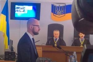 Яценюк рассказал в суде о последней беседе с Януковичем