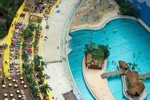 В Германии продается самый большой в мире курорт с крытым тропическим лесом
