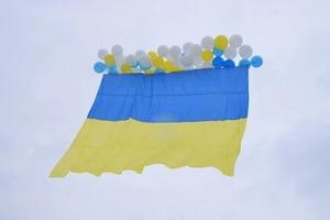 Украина - единая: в оккупированный Луганск запустили флаг