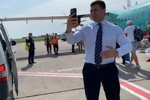 Пассажиры авиарейса задержались с вылетом в ожидании своего слуги