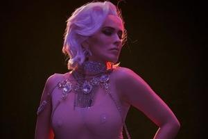 Даша Астафьева перевоплотилась в роскошную Мерилин Монро для нового клипа